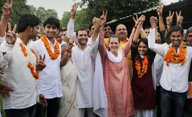 Sonia Gandhi and Rahul Gandhi join hands with NSUI canditates