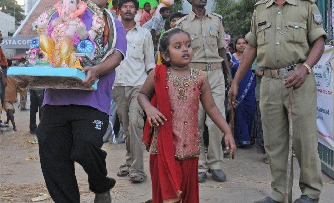 Devotees carry Ganesha idols to be immersed in Ulsoor lake in Bangalore...