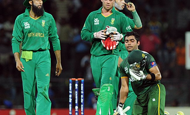Pakistan cricketer Umar Akmal celebrate victory