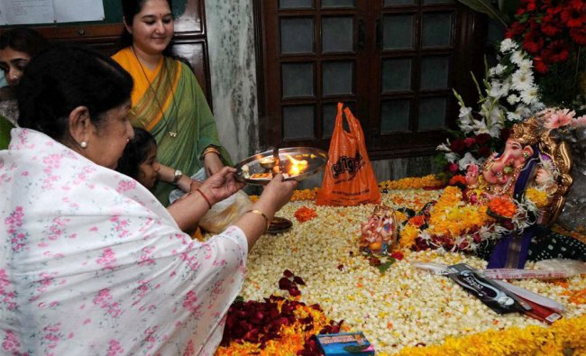 Singer Lata Mangeshkar prays before the immerssion procession of Mangeshkar\'s 75th house hold idol.