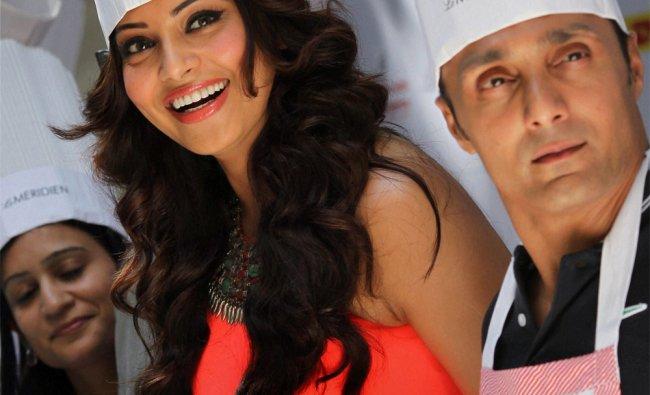 Actors Bipasha Basu and Rahul Bose during pasta competitions on eve of Delhi Half Marathon...