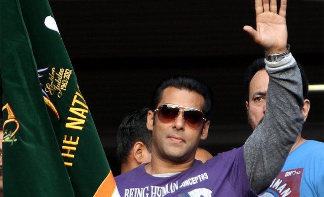 Salman Khan flags off a ITBP half marathon at Jawharlal Nehru Stadium in New Delhi