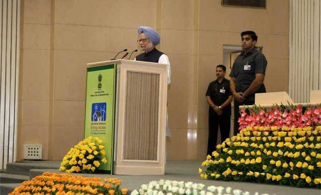 Prime Minister Manmohan Singh addresses the \'International Seminar on Energy Access\'...