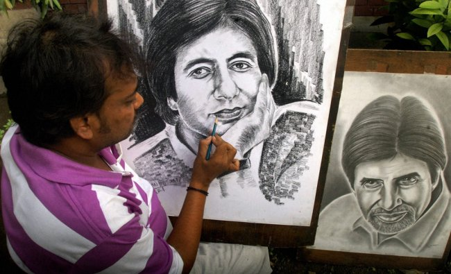 Pavement artist Ramzan Hussain giving finshing touches sketches of legendary actor Amitabh Bachhan