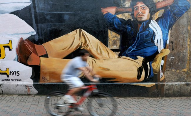 A mural of Amitabh Bachchan from his classic film \'Deewar\' on the eve of his 70th birthday in Mumbai