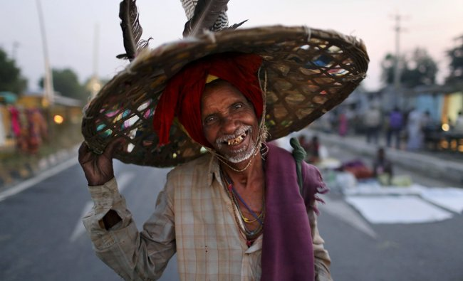 A landless farmer smiles for the camera as the group stops for the night during the \'Jan Satyagraha\'