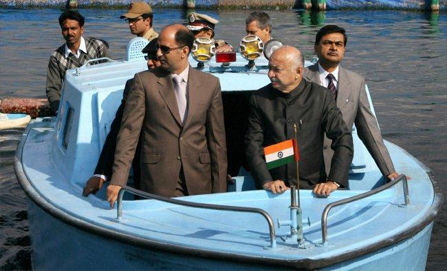 Union Home Minister Sushil Kumar Shinde with J & K Minister Nasir Aslam Wani at Dal Lake