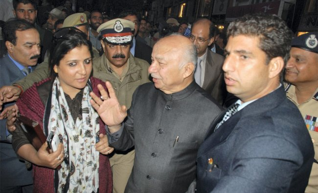 Home Minister Sushil Kumar Shinde interacts with people after shopping for Kashmiri clothes