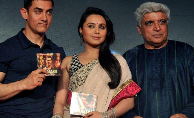 Indian Bollywood actor Aamir Khan (L), actress Rani Mukherjee (C), and scriptwriter Javed Akhtar (R)