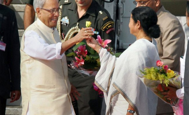 President Pranab Mukherjee is received by West Bengal Governor M K Narayanan and CM Mamata Banerjee