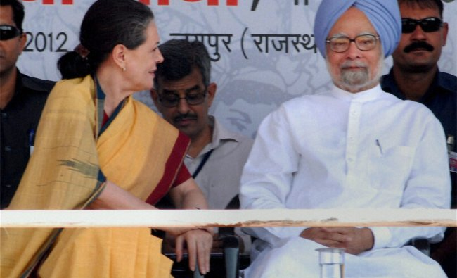 Manmohan Singh and Sonia Gandhi during launch of \'Adhaar Enabled Service Delivery\' near Jaipur...