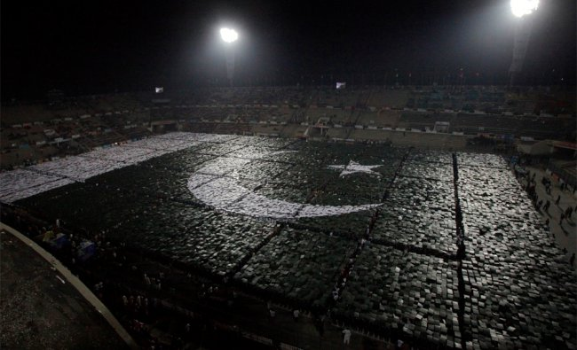Students stand together to form the world\'s largest human flag for Guinness World Records Pakistan