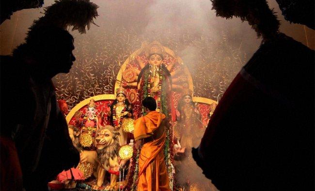 Devotees offering \'Sandhya Aarti \' in front of Devi Durga during Mahaostomi in Kolkata...