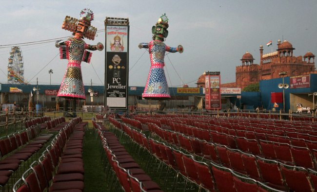 Effigy of demon king Ravana installed at Lal Qila Maidan