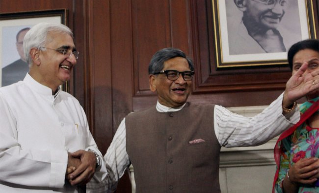 Salman Khurshid takes charge as External Affairs Minister from his predecessor SM Krishna ...