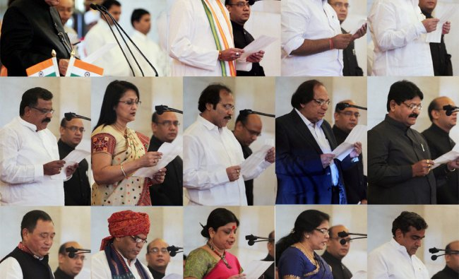 President Pranab Mukherjee administers oath to the newly inducted Ministers of State...