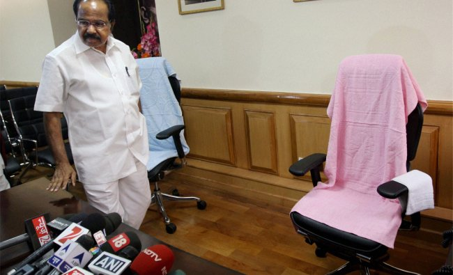 M. Veerappa Moily arrives to take charge as Petroleum Minister at Shastri Bhavan in New Delhi