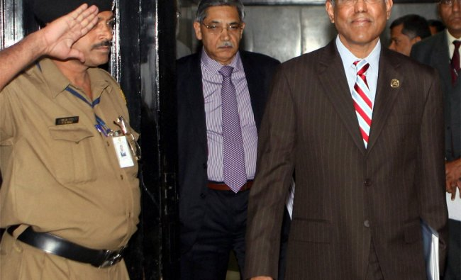 RBI Governor D Subbarao arrives with Deputy Governor K C Chakrabarty