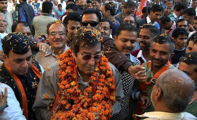 Actor and BJP leader Vinod Khanna is given warm welcome on his arival for an election rally in...