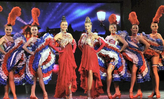 Artists of the famous Moulin Rouge group perform in Gurgaon