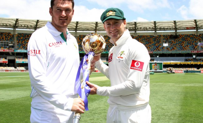 Graeme Smith and Michael Clarke pose for photographers with the trophy for their cricket test
