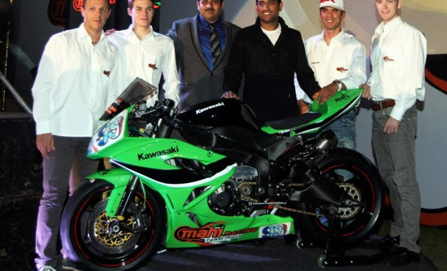 M S Dhoni with riders, Chairman during India\'s first FIM World superbike Championship team