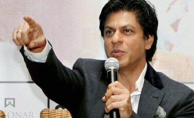 Bollywood actor Shahrukh Khan promotes his new film \'Jab Tak hai Jaan\' in Kolkata on Saturday.
