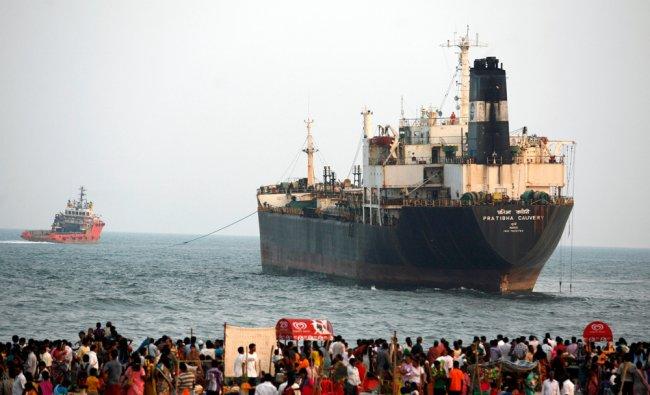 Rescue tug, Malaviya Twenty One pulls Indian oil tanker Pratibha Cauvery ...