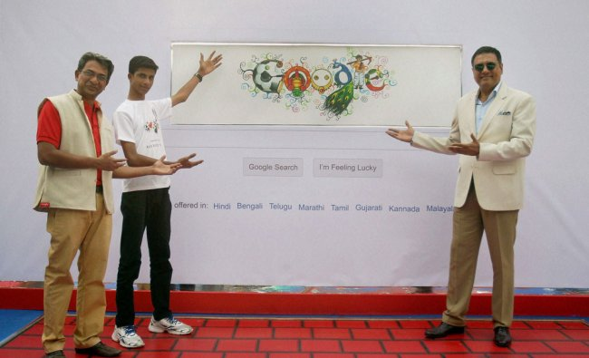 Actor Boman Irani, Google India MD Rajan Anandan (L) with national winner of Doodle 4G contest...