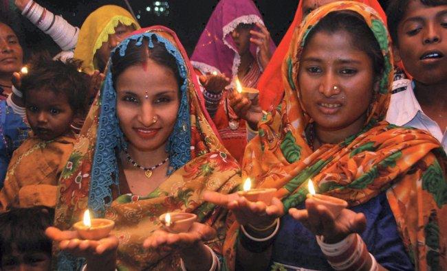 Displaced Hindus from Pakistan celebrate Diwali festival in Jodhpur