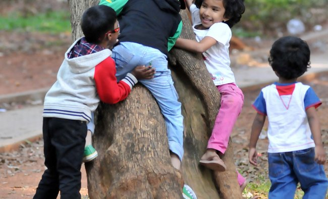 The Children in play full mood on the occasion of Children\'s day, at Cubbon Park in Bangalore...