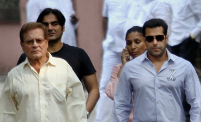 Salman Khan with father Salim Khan and brother Arbaaz Khan arrive to meet Bal Thackerey...