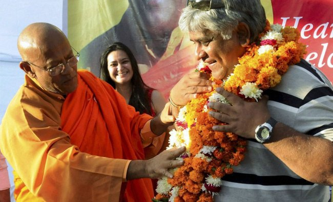 Former Sri Lankan cricket captain Arjun Ranatunga being welcomed at Sanchi Mahotsav in Bhopal on...