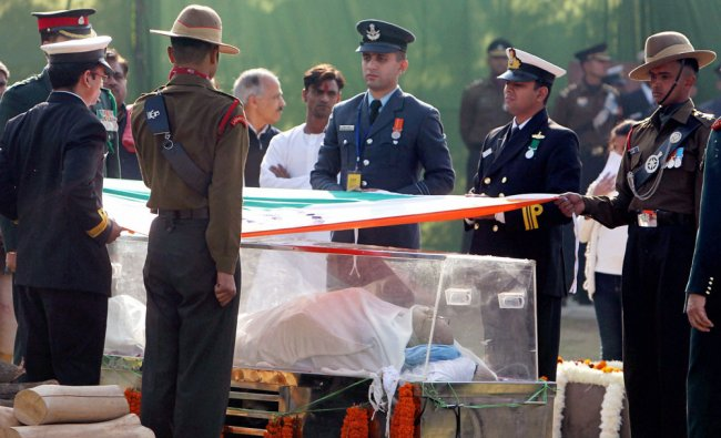 Army personnel during the last rites of former Prime Minister IK Gujral at Smriti Sthal in New...
