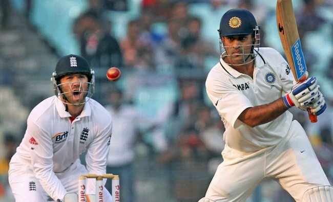 MS Dhoni plays a shot on Day 1 of the 3rd test