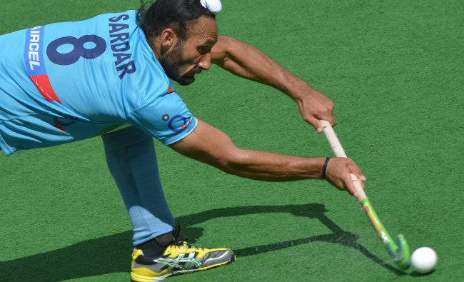 Sardar Singh of India makes a pass against Australia during the second semifinal at the men\'s Hockey