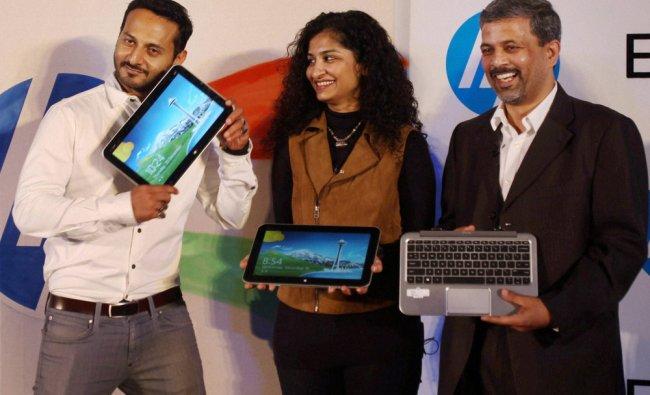 Rajiv Srivastava, Gauri Shinde and VJ/DJ Nikhil Chinapa during the launch of Windows 8 PC portfolio
