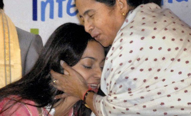 Mamata Banerjee hugs Juhi Chawla at the inauguration of Kolkata International Children Film Festival