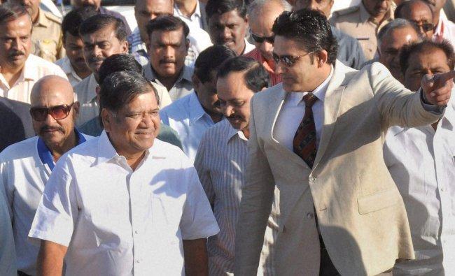 Jagadish Shettar along with Anil Kumble at the inauguration of platinum jubilee celebration of KSCA