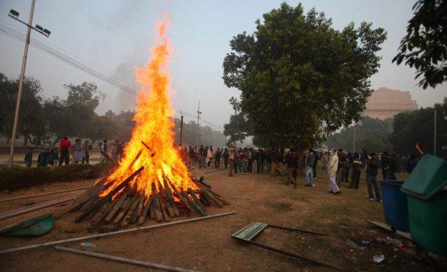 Protesters burn Republic Day parade preparation material at Raj Path in New Delhi