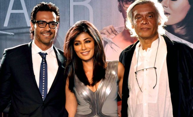 Indian Bollywood actress Chitrangada Singh (C) poses with actor Arjun Rampal (L) during the launch..