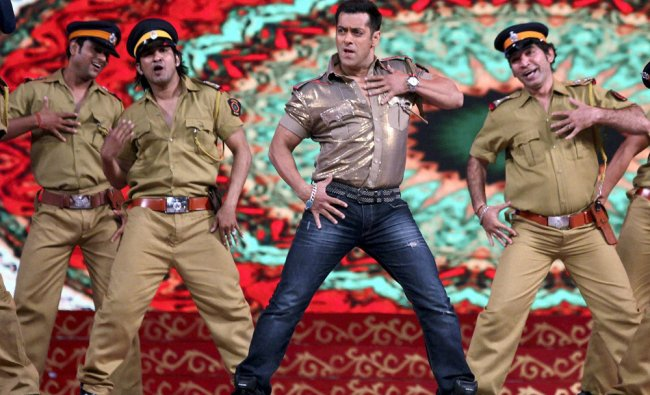 Salman Khan performs at New Year\'s eve special Big Star Entertainment Awards