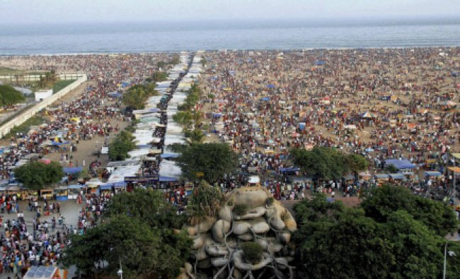 People gatherd at Marina beach on the occation of \'Kanum Pongal\'