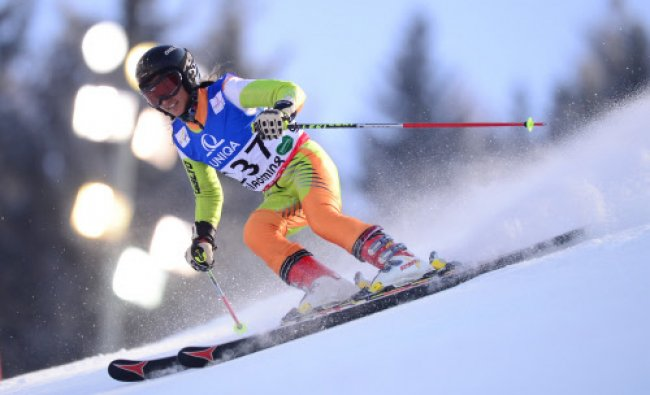 Aanchal Thakur skis during the Women\'s Giant slalom
