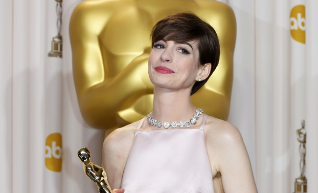 Anne Hathaway, best supporting actress winner for her role in \'Les Miserables\' poses with her Oscar.