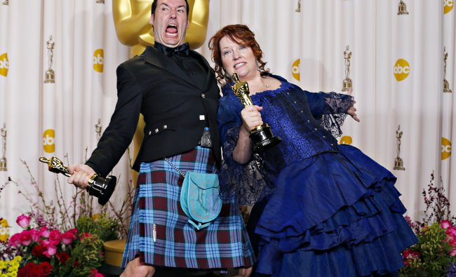 Mark Andrews (L) and Brenda Chapman pose with their Oscar for best animated feature film for \'Brave\'