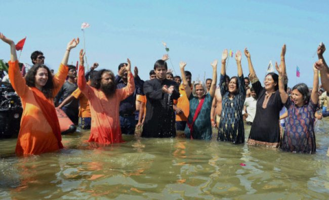 Actor Vivek Oberoi along with Chidanand Muni and others taking holy bath at Sangam on the occasion..