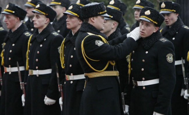 Ukrainian honour guards prepare to welcome Latvian President Andris Berzins in Kiev March 14...