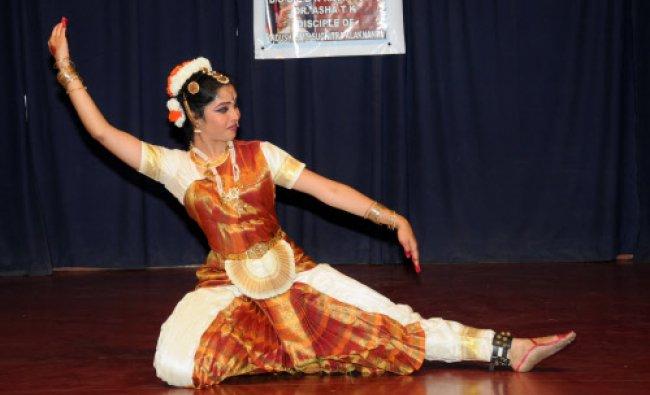 Artist B R Aishwarya performing Bharathanatya organised by Indian Institute of world Culture...