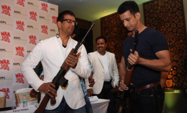 Bollywood actors Jaaved Jaffrei (L) and Sharman Joshi pose as they attend a press conference...